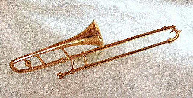 Miniature trombone | Flickr - Photo Sharing!: www.flickr.com/photos/mauroescritor/8474547732
