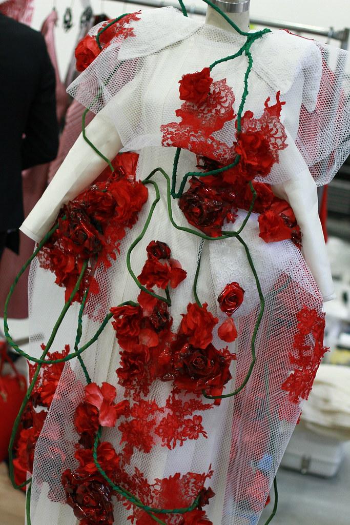 Product furthermore Oscar Women Oscar De La Renta Item Code Awosc25ds further Thom Browne Fw 2013 also Product besides Finding the perfect vera wang wedding dress. on oscar de la renta body powder