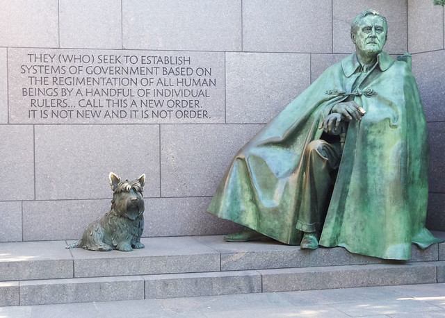 fdr-statue-with-dog