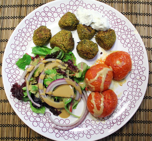 Falafels and tomatos