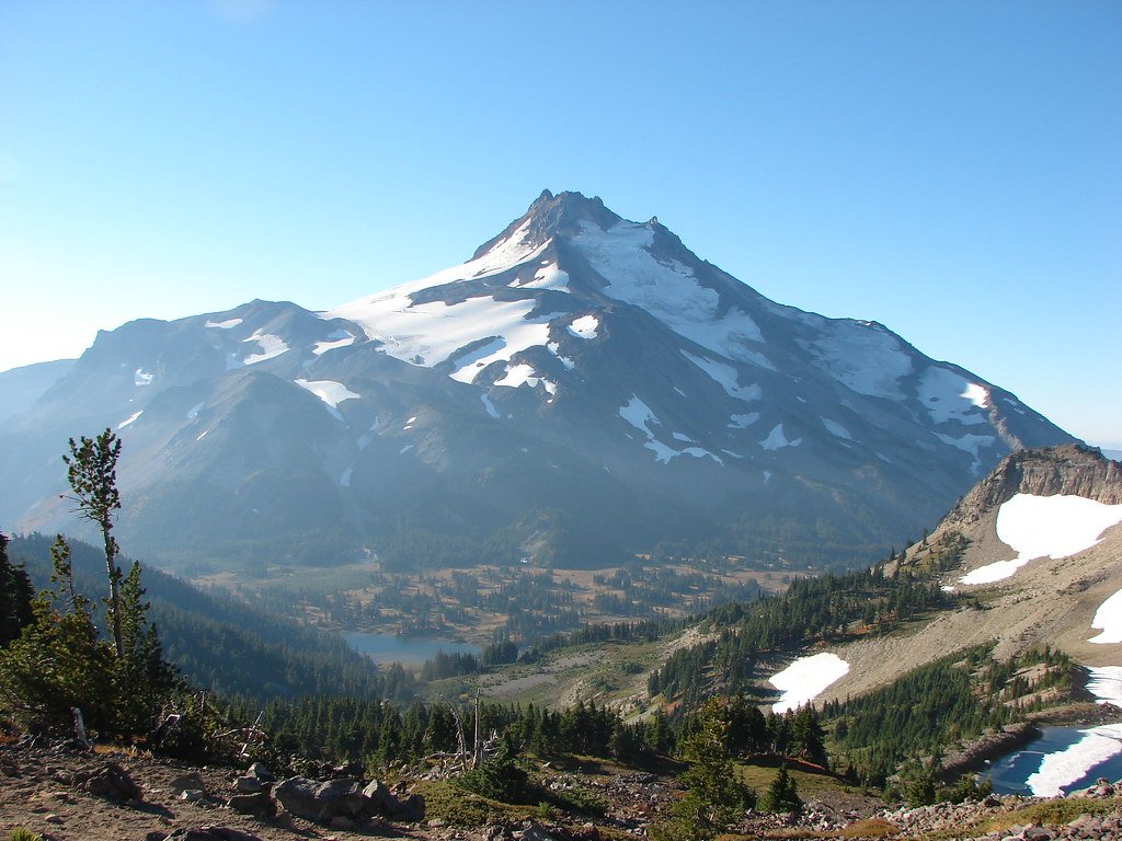 Mt. Jefferson, Russel Lake, and Sprauge Lake from Park Ridge