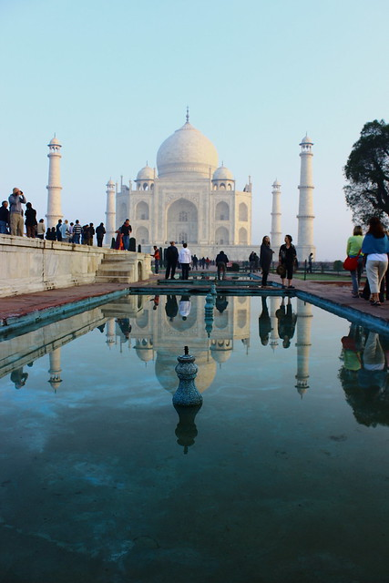 Essay on taj mahal in 100 words