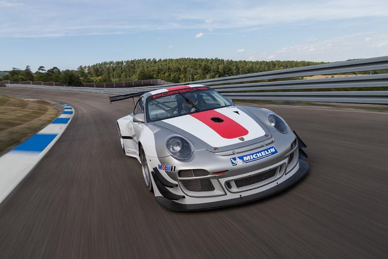 Porsche 911 GT3 R FRONT LEFT