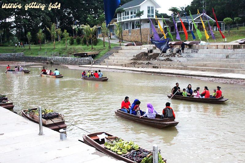 ahpoong-market-boats