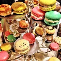 meal(0.0), cake(0.0), icing(0.0), dish(0.0), baking(1.0), petit four(1.0), baked goods(1.0), food(1.0), macaroon(1.0), pã¢tisserie(1.0), dessert(1.0), snack food(1.0),
