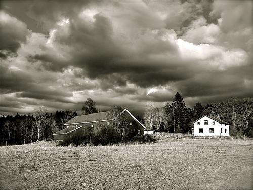 blackandwhite bw clouds barn blackwhite olympuspen bohuslän ep2 björkebacken olympusep2