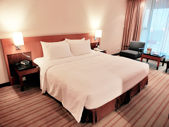 grand mercure roxy hotel bed