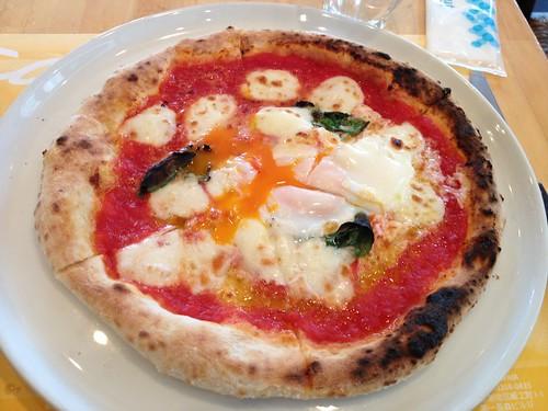 Delicious egg pizza