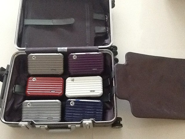 ooh i like the new rimowa amenity kits in f page 14 flyertalk forums. Black Bedroom Furniture Sets. Home Design Ideas