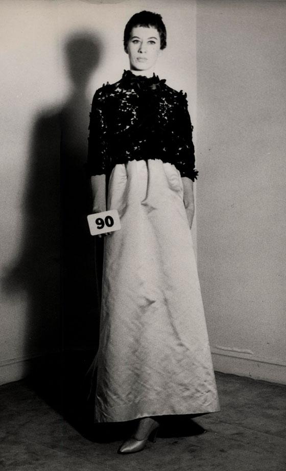 קריסטובל בלנסיאגה,  בולרו, דגם רשום מס' (090), 1958. תמונה: ארכיון בלנסיאגה, פריז