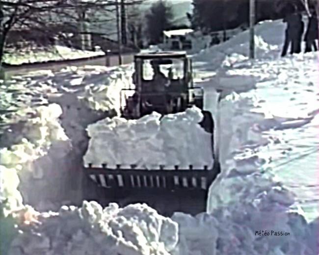 chasse-neige dégageant une route après la neige des 30 et 31 janvier 1986 météopassion