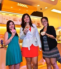 (Center) Trina Lim, VP for Operations – J.CO CFI Philippines, Lesley Chan and Alvene Ngo, Marketing Assistants – J.CO CFI Philippines