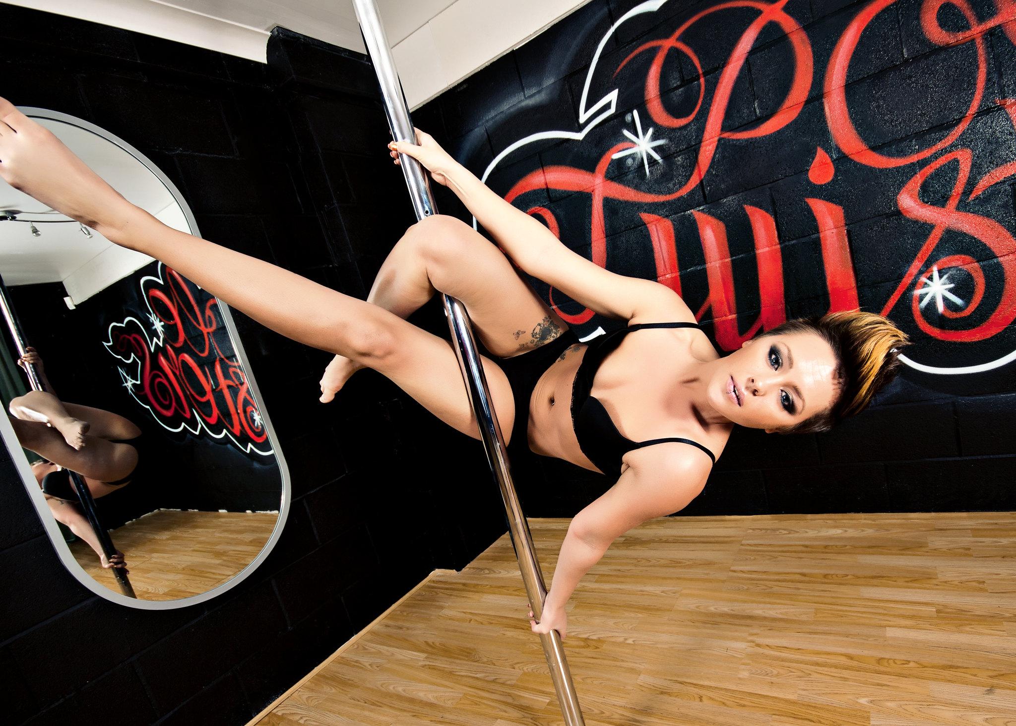 Pole-Twisters : 24