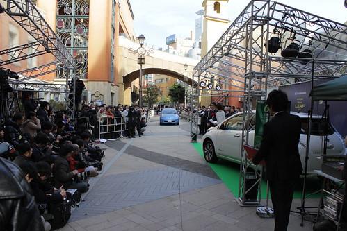 第67回毎日映画コンクール受賞者は日産リーフに乗って登場。