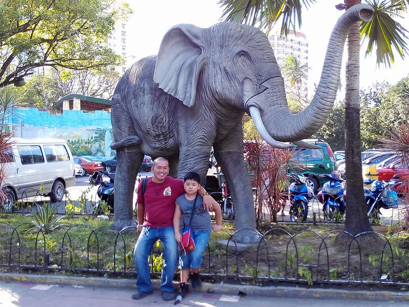 sean and dad at the zoo