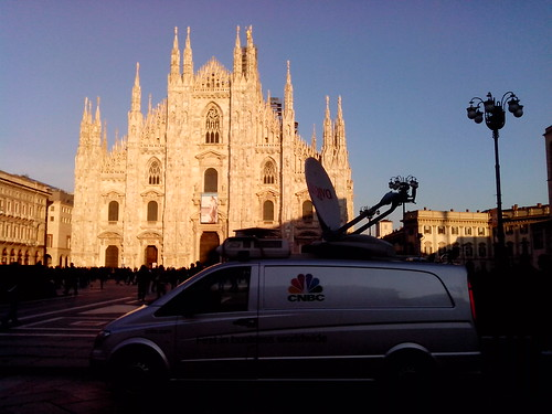 In diretta da Piazza Duomo by Ylbert Durishti