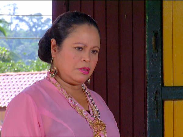 Khatijah Tan sebagai Mak Timah Kayo