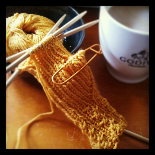 Good Morning! #coffee #knitting #knitstagram Stay tuned for my #BigganDesign #yarn review!