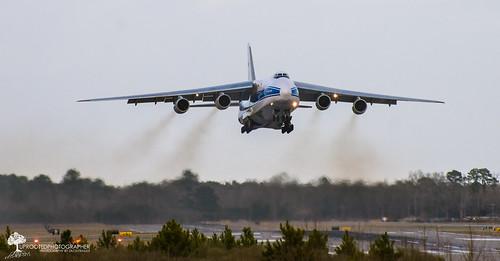 plane nc big airport aviation jet cargo liftoff massive takeoff runway regional global kinston antonov an124 globaltranspark
