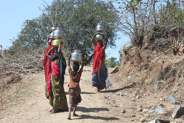 IMG_1639_women-carrying-water