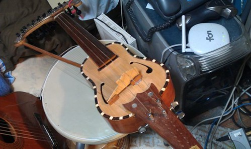 Homemade Harp Violin by Kanda Mori