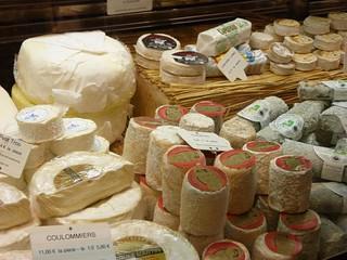 Quesos franceses en un mercado del Valle del Loira