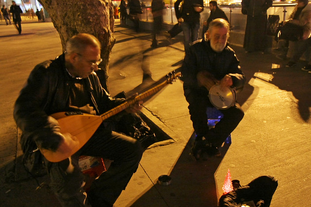 Street musicians in Kadikoy, Istanbul, Turkey カドゥキョイのストリートミュージシャン