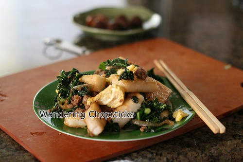 Banh Bot Khoai Mon Chien Xao Cai Xoan (Vietnamese Fried Taro Cake Stir-Fried with Kale) 2