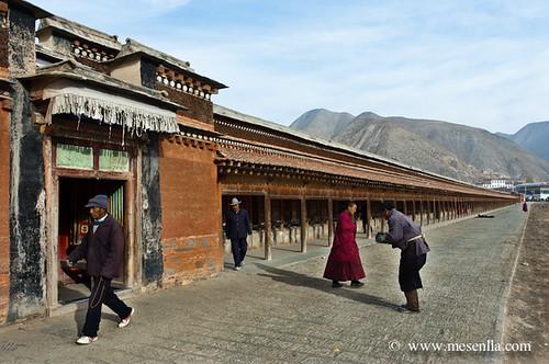 Kora en un monestir de Labrang