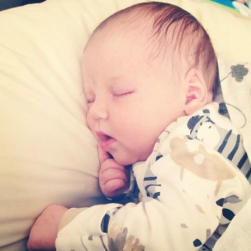 Этот младенчик создает впечатление, что все время дрыхнет. Но слышали бы вы ее ночью!
