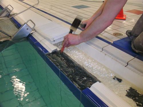 Grijprand vervangen bij vol bad voor meer info bel AWDIVING