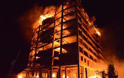 Incendio de edificio en construcción en Mañonga, Carabobo.