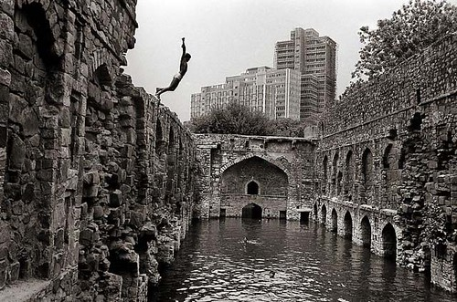 Diving-into-Ugrasen-Baoli-Delhi-–-Raghu-Rai
