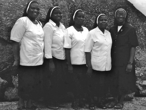 2002. Silver jubilarians celebrate in the Nigeria Region. From left to right are: Carmel Mary Fagbemi SSL Bridget Agum SSL, Brigid Nancy Andoh SSL, Stella Akinwotu SSL and Margaret Yusufu SSL