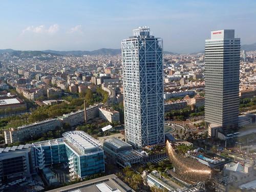 El Puerto Olímpico de Barcelona visto desde un helicóptero