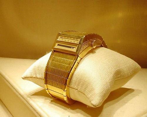 e267a2208b3 Qual o nome desse relógio  2. De que ano década ele é  3. Mecânico ou  quartz  4. Fabricante  5. Por que não foi produzido