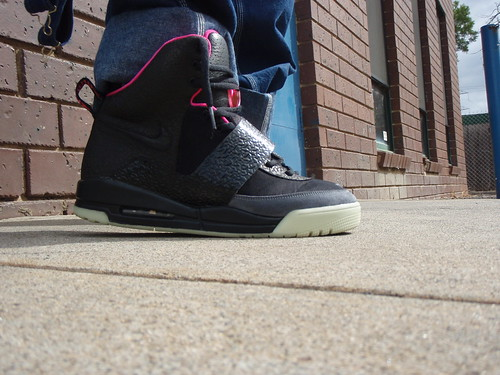 Air Yeezy 1 (Black/Pink)