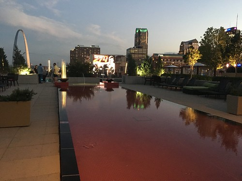 Four Seasons terrace with reflection pool and the St. Louis Arch