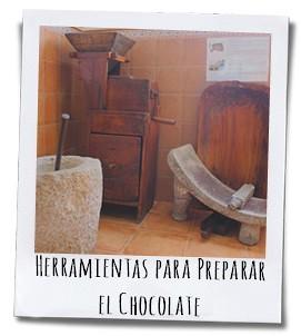 Een Italiaanse inwoner van La Vila bracht de eerste steen naar het stadje waarop de cacaobonen konden worden gemalen