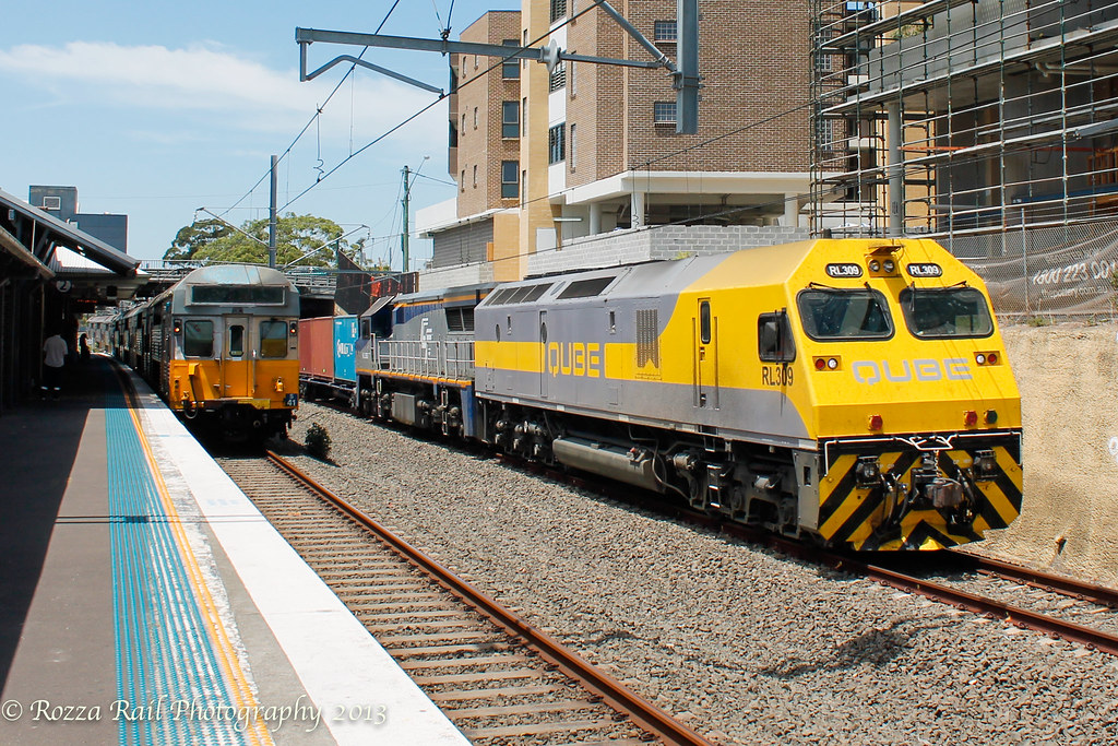 1815 Trip train RL309/VL589 parallels S set @ Kingsgrove by Roy