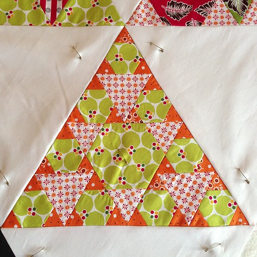 "My favourite block!! Those tiny triangles are 1""! ##jaybirdquilts #toesinthesand #robertkaufman #pieceocakedesigns #treasuresandtidbits"