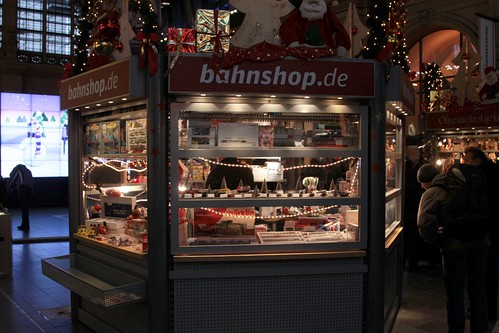 'Bahnshop' in the foyer at Frankfurt's Hauptbahnhof