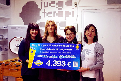 PlayStation Juegaterapia_entrega cheque