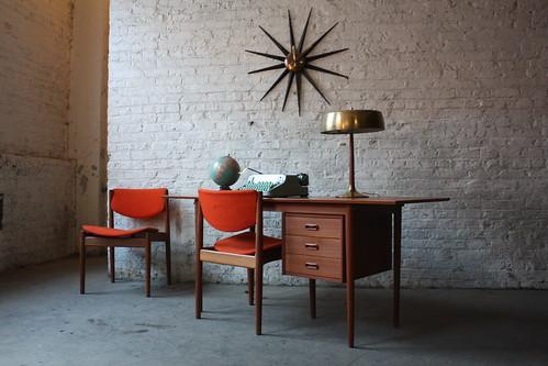***ON DECK***Versatile Arne Vodder Danish Mid Century Modern Teak Drop Leaf Desk (Denmark, 1960's)