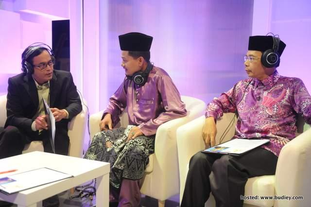 Juri Tetap Da'I- Tuan Haji Zainal Ariffin Ismail Dan Al-Fadhil Ustaz Sharhan Shafie Ditemani Juri Jemputan Ustaz Wan Akashah Bin Wan Abdul Hamid (Kanan)