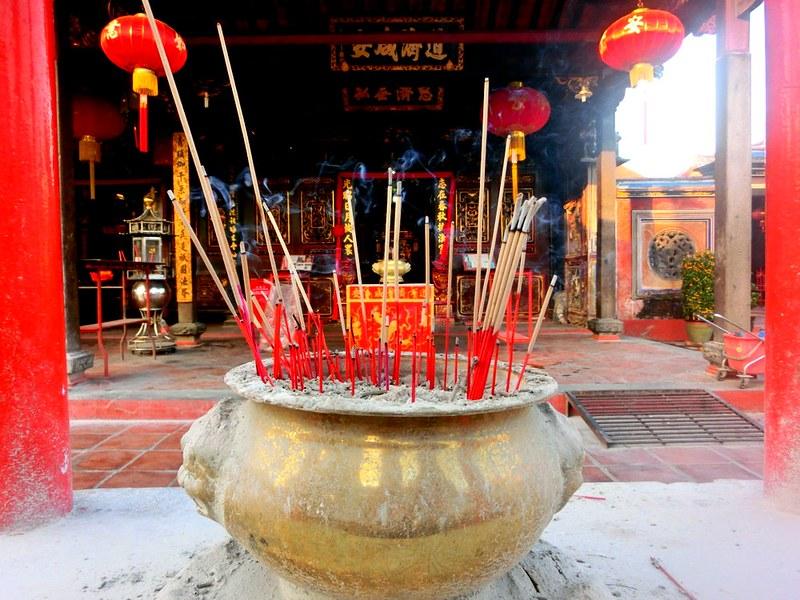 Burning-incense-Melaka-Malacca-Malaysia