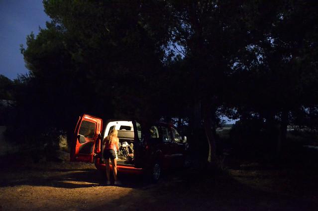 De noche en las salinas de ibiza con nuestro coche de alquiler