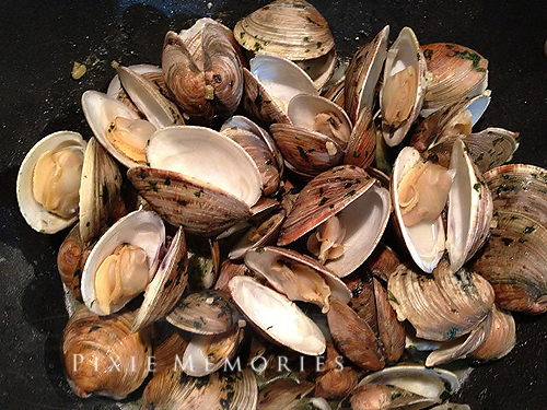 Clams in Garlic Butter Sauce