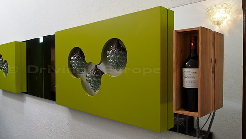 ワインのテーマで統一されたホテルインテリア