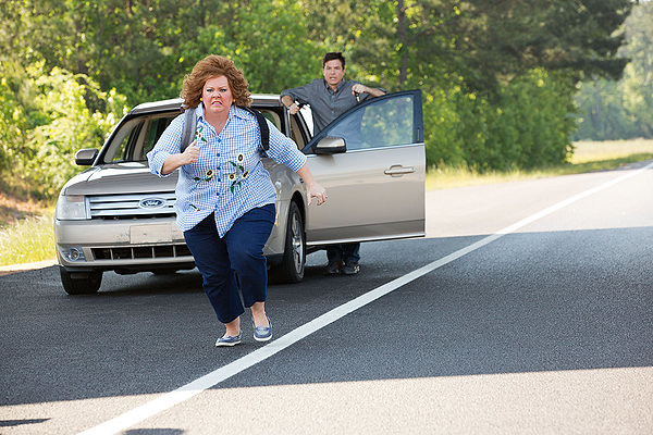 Melissa McCarthy and Jason Bateman are off and running with not much in IDENTITY THIEF.